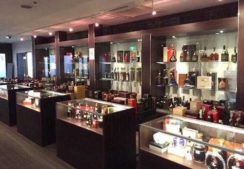 1万本の中古酒が圧巻のショールーム