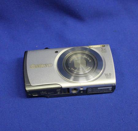 以前は撮影に一眼レフのカメラを使っていたが、レンズ内にほこりが溜まることから、コンパクトカメラを使用