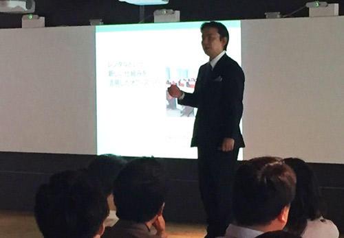 オフィスバスターズと内田洋行の共同開催セミナーで話す天野太郎社長。
