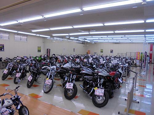バイク王岡山店の店内