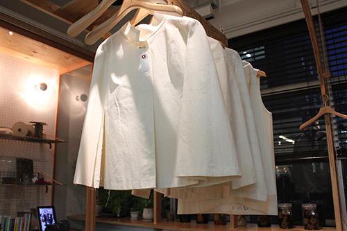 デザインやサイズを確認するために試験的に縫製するトワル