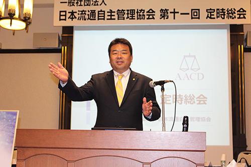 総会で偽造品対策について話す安山勉代表