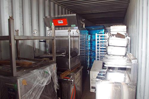 飲食店が輸送したい物品を運ぶ