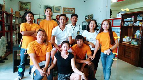 フィリピンで働くスタッフたち