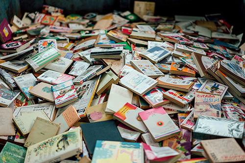 古紙リサイクルに回る古本(イメージ)