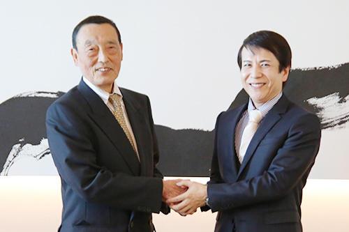 ケイエス企画のオーナー笹本賢三郎氏(左)とグローバルトレードの牟田成会長