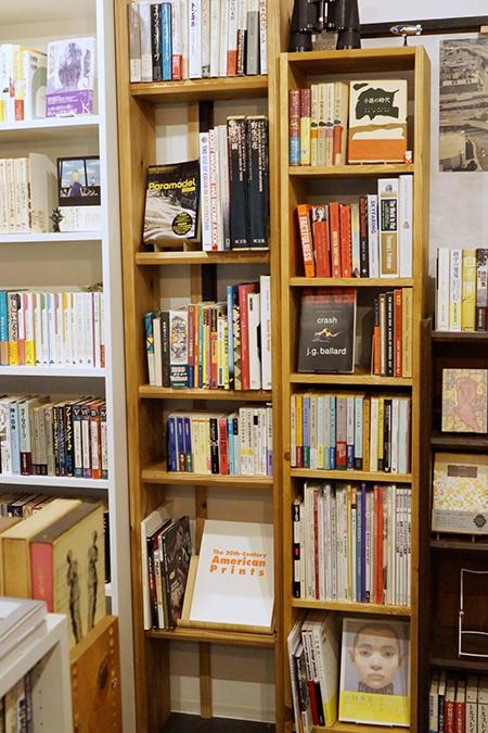 棚の画像から好きな本の指定ができる