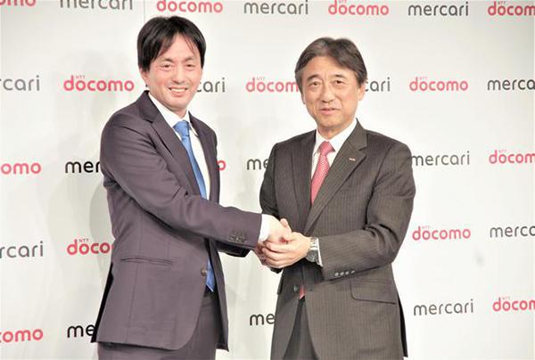 メルカリの山田進太郎CEO(左)とドコモの吉澤和弘社長