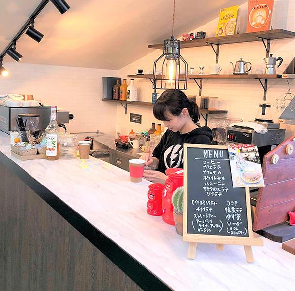 新座工場のカフェ