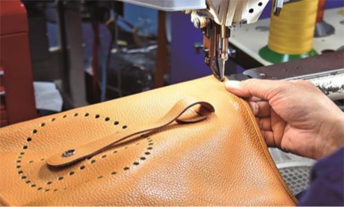 皮革製品を縫製してリペアする