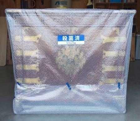 家具は次亜塩素酸消毒液を含ませて絞った布で拭き上げ、「エアパッキン」で梱包している