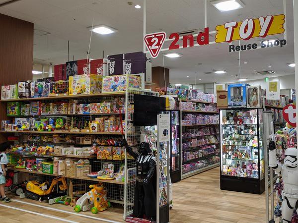 商業施設という立地からファミリー向け商品が目立つ