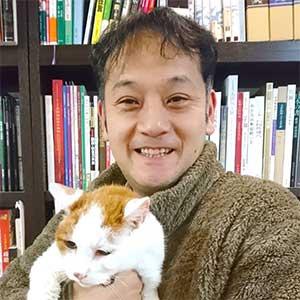 渡辺隆之代表と愛猫シュガー