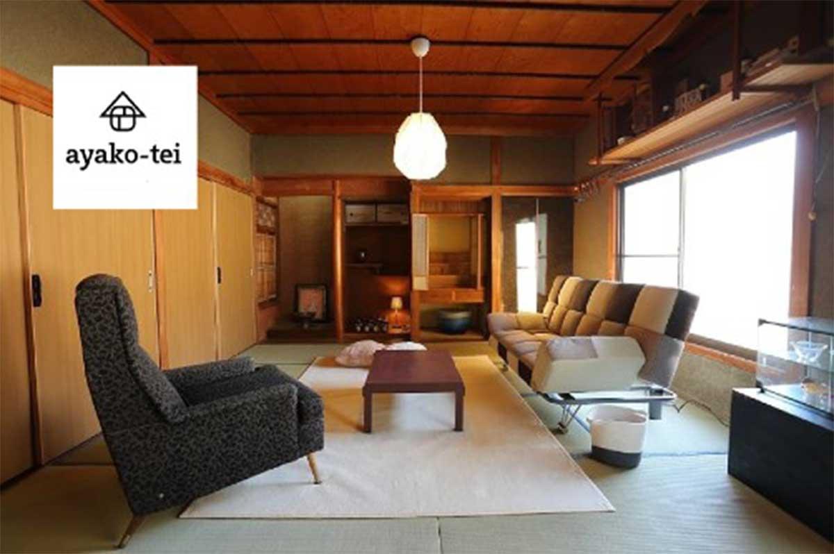 日欧の家具がバランス良く並ぶ室内