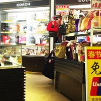 中古ブランド店、免税需要で明暗