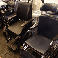 マーベリック、高齢者に中古車椅子