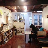 《ブックカフェ探訪№4》本に関わる人を応援!自主出版も手掛けるブックカフェ
