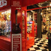 NEXT51、大阪にブーツやギターの専門店がウリのリサ店