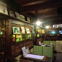 《ブックカフェ探訪№9》レトロな雰囲気漂う煉瓦造りのカフェ
