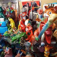 ゴジラや、 海外観光客らにソフビやキャラ玩具