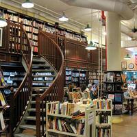 Housing Works Bookstore Cafe(ハウジング・ワークス・ブックストア・カフェ)、売上はHIV保持者や低所得者の支援に使用《海外の二次流通》