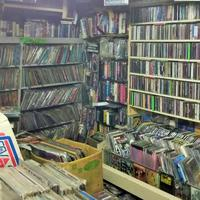 半数が外国人客のCD店【フラワーレコード】