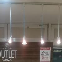 ジュエリーOUTLET銀座 店内の照明をハロゲンランプに統一