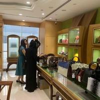 日本企業の中東進出支援するNSトレーディングがドバイで中古ブランド品即売会を実施