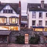 Hay-on-Wye(ヘイ・オン・ワイ)、ウェールズの田舎町が古書店街として発展《海外の二次流通 連載Vol.23》