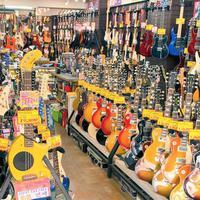 シモクラセカンドハンズ、中古ギター訪日客に人気 ジャパンヴィンテージに脚光