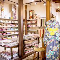 《全国ダーツの旅☆滋賀県》kimono tento、洋服感覚の着物コーデに出会い 新しい着方にハマった50代女性客