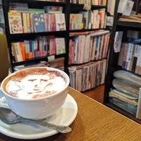 フォスフォレッセンス、太宰治に惚れ込んだ店主の古書喫茶