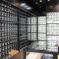 黒船時計店、「店内は異次元の世界」壁一面にアンティーク時計1000点