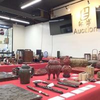沐博Auction、日中の美術品や骨董品を競る
