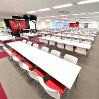 晴れる屋、秋葉原に「ポケモンカード専門店」100席のプレイスペース