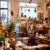 ピズ、中古農機具店の古書店が軌道に乗る 広い倉庫を有効活用