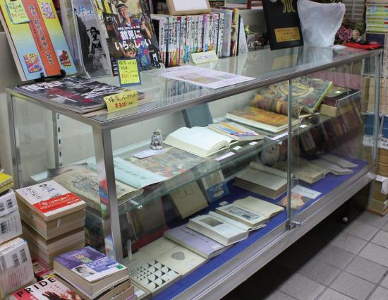 西田書店 ショーケース
