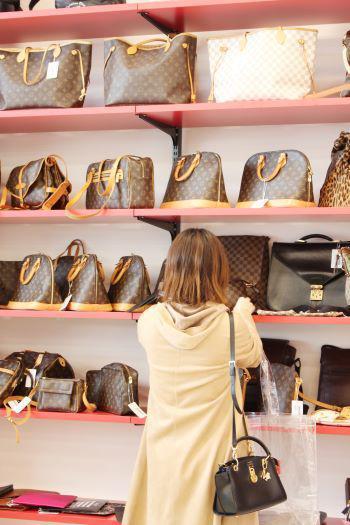 ルイ・ヴィトンのバッグも豊富に揃う