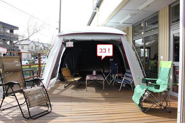 ウッドデッキにはテントを設営