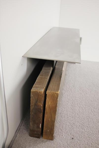 地下の試着室の椅子