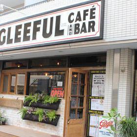 グリーフルの外観。右がカフェ、左が古着店になっている。