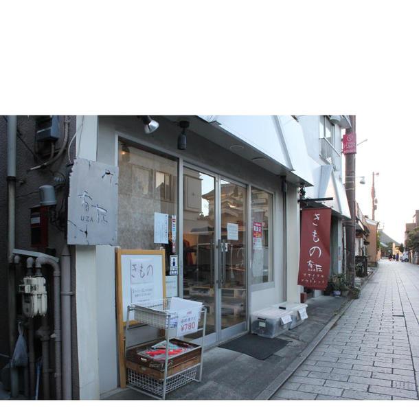 同店の外観。店舗は蔵づくりの建物が並ぶ一番街の表通りから寺院へと続く道沿いに位置している