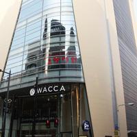 LIPS  WACCA 池袋店、特注の木目調の什器でブランド店をカジュアルに《第167回》