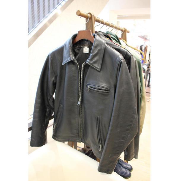 高価格帯の古着のコーナー。単価は3000〜1万5000円ほど