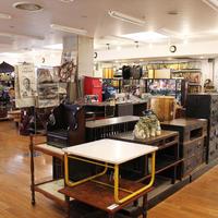 《繁盛店の店づくりVol.199》オフハウス八王子大和田店、「うわぁ、懐かしい」レトロコーナーで客層が拡大