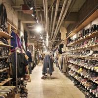 繁盛店の店づくり【vol.233】古着屋JAM 原宿店、広さ600㎡の店内に1万1000アイテム並ぶ